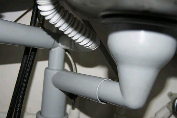 Как прочистить канализационные трубы?