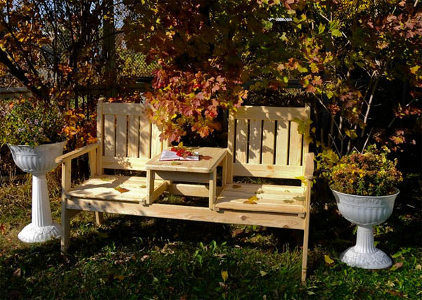 Садовые скамейки: от бетонных до плетеных