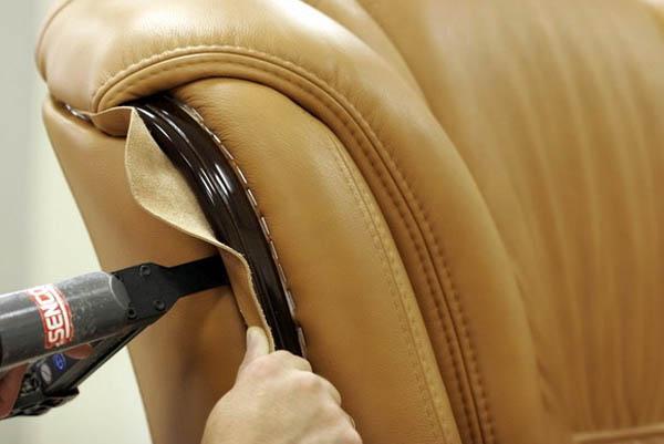 Как разобрать кожаный диван чтобы прошел