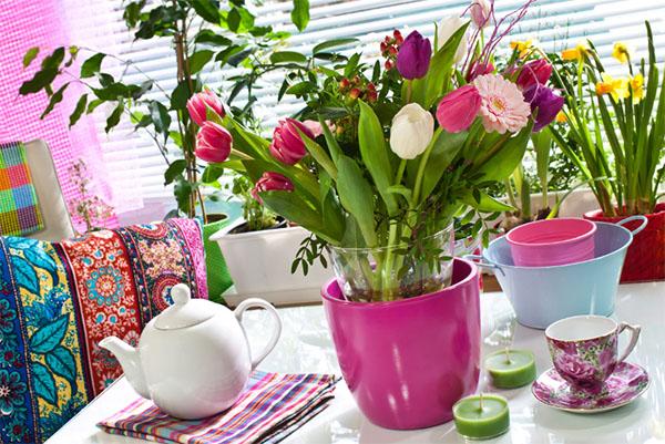 Живые цветы в интерьере дома