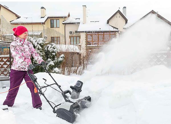 Как выбрать снегоуборщик: основные и дополнительные характеристики