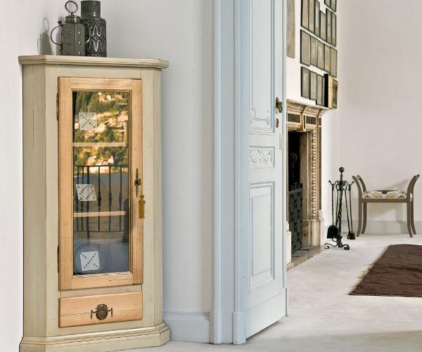 Угловые витрины: применение в интерьере и особенности выбора