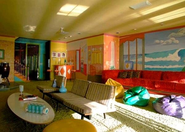 Красочные интерьеры отеля на пляже