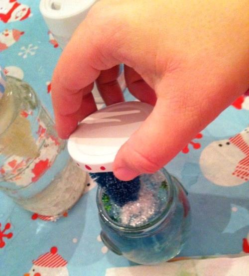 Простой способ сделать «снежный шар» своими руками