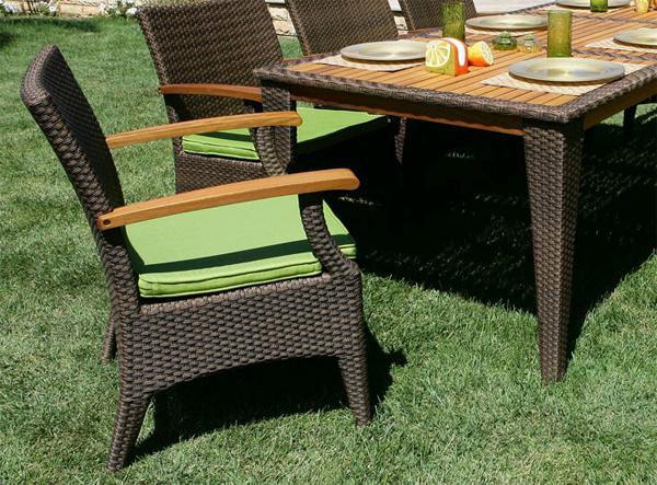 Искусственная плетеная мебель: изящество ротанга, практичность пластика
