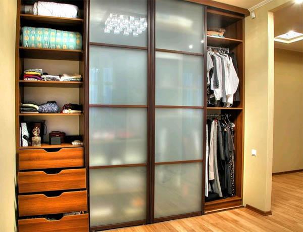 Как сделать встроенный шкаф своими руками?
