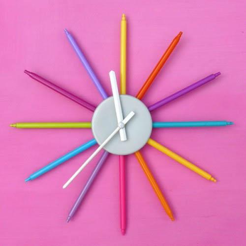 Красочные настенные часы для детской комнаты