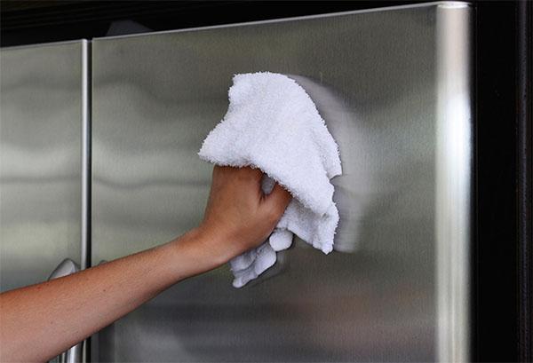 Как эффективно помыть холодильник?