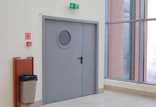 Какую дверь можно назвать противопожарной?