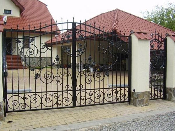 Кованые ворота в вашем доме