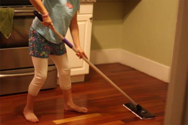 Как ухаживать за ламинатом: чистка и выведение пятен на панелях