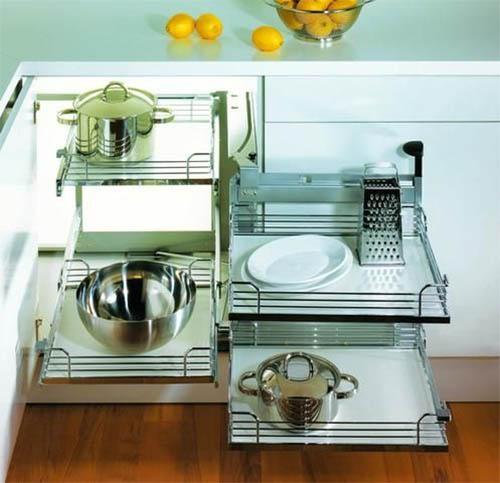 Угловые шкафы на кухне: выбираем внутреннее наполнение