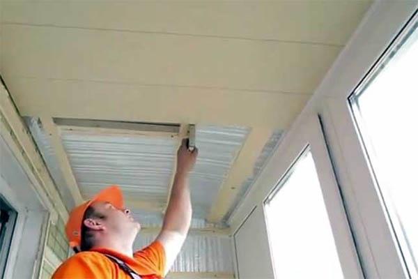 Как утеплить потолок на балконе?