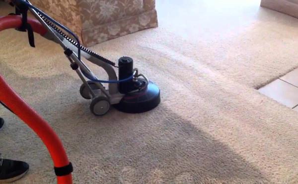 Как чистить ковры в квартире?