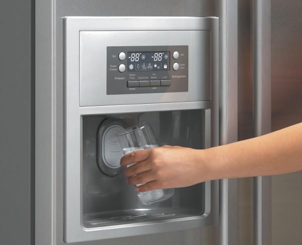 Починка диспенсера воды в холодильнике собственными силами