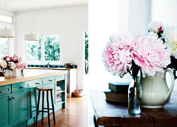 Живые цветы в дизайне интерьера: правила выбора